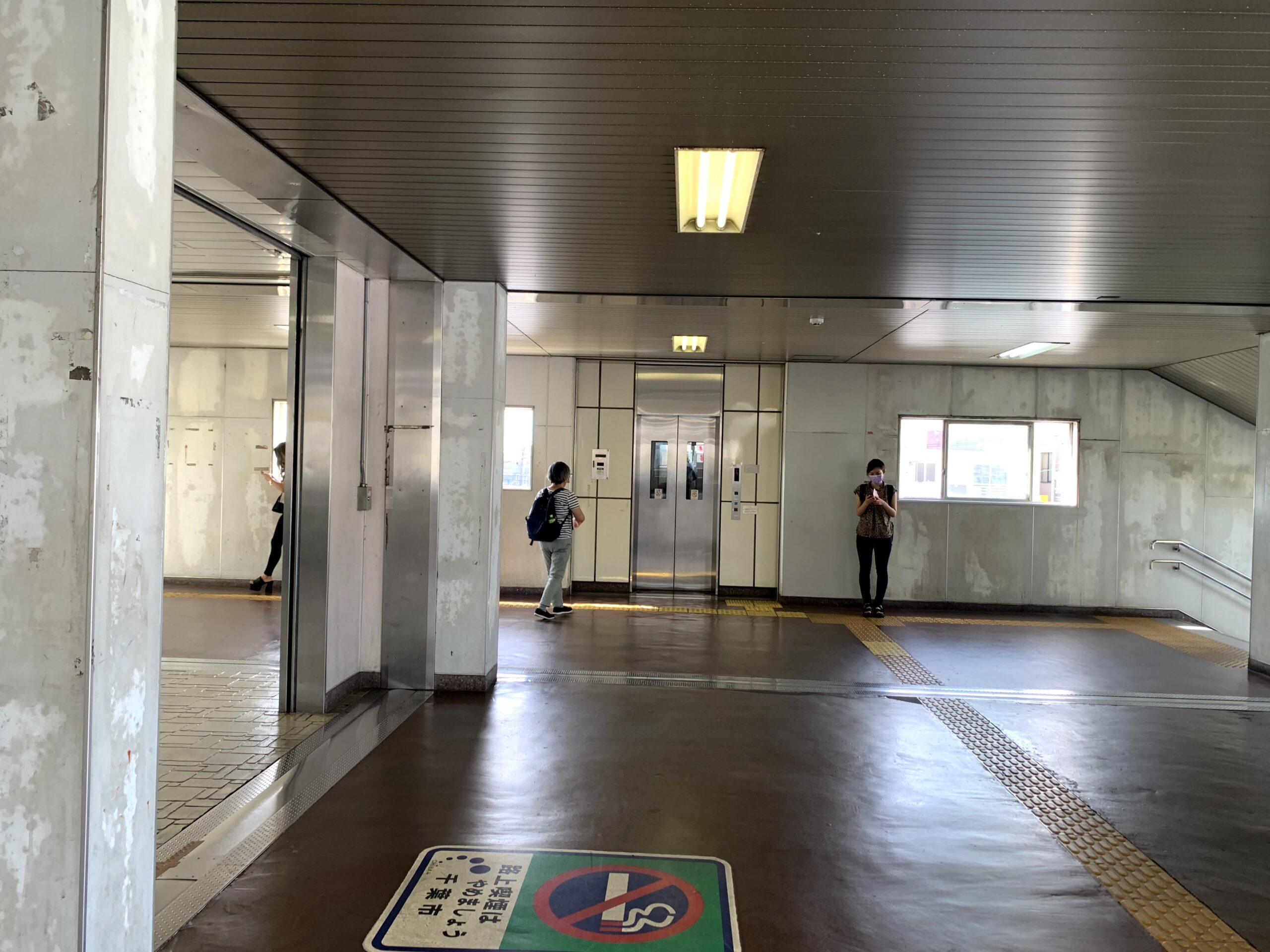 都賀駅階段右